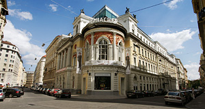 The Ronacher was founded as a cabaret stage, today the little theatre in Vienna′s first district serves musicals