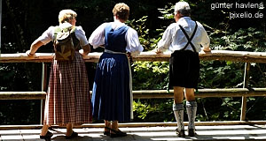 Old traditions kept young: Folk culture in Austria beyond tourist entertainment
